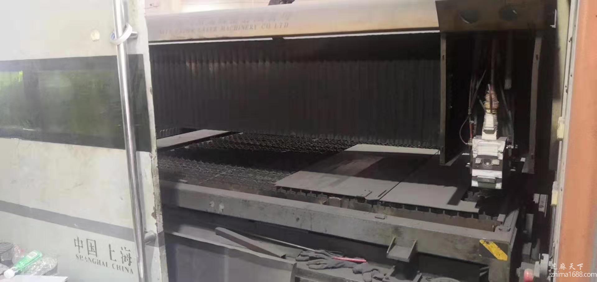 二手上海团结3000瓦光纤激光切割机